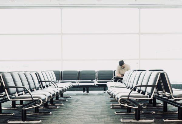 空港ベンチ