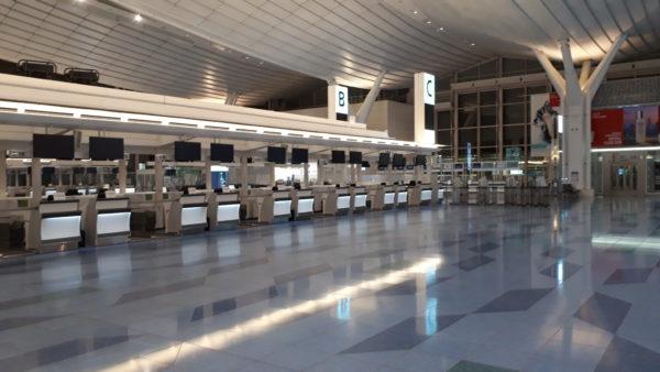 空港 カウンター